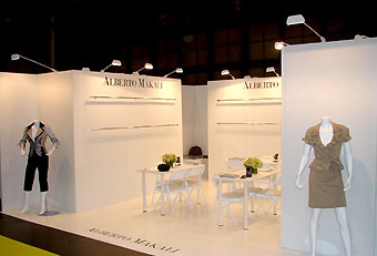 Trade show booth using hardwall by Manny Stone